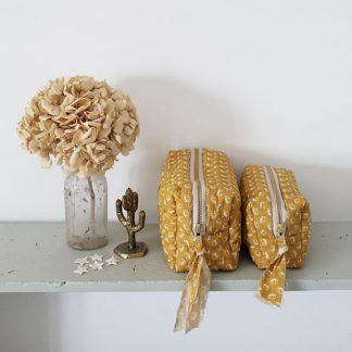 trousse alix colombani fleurs jaunes